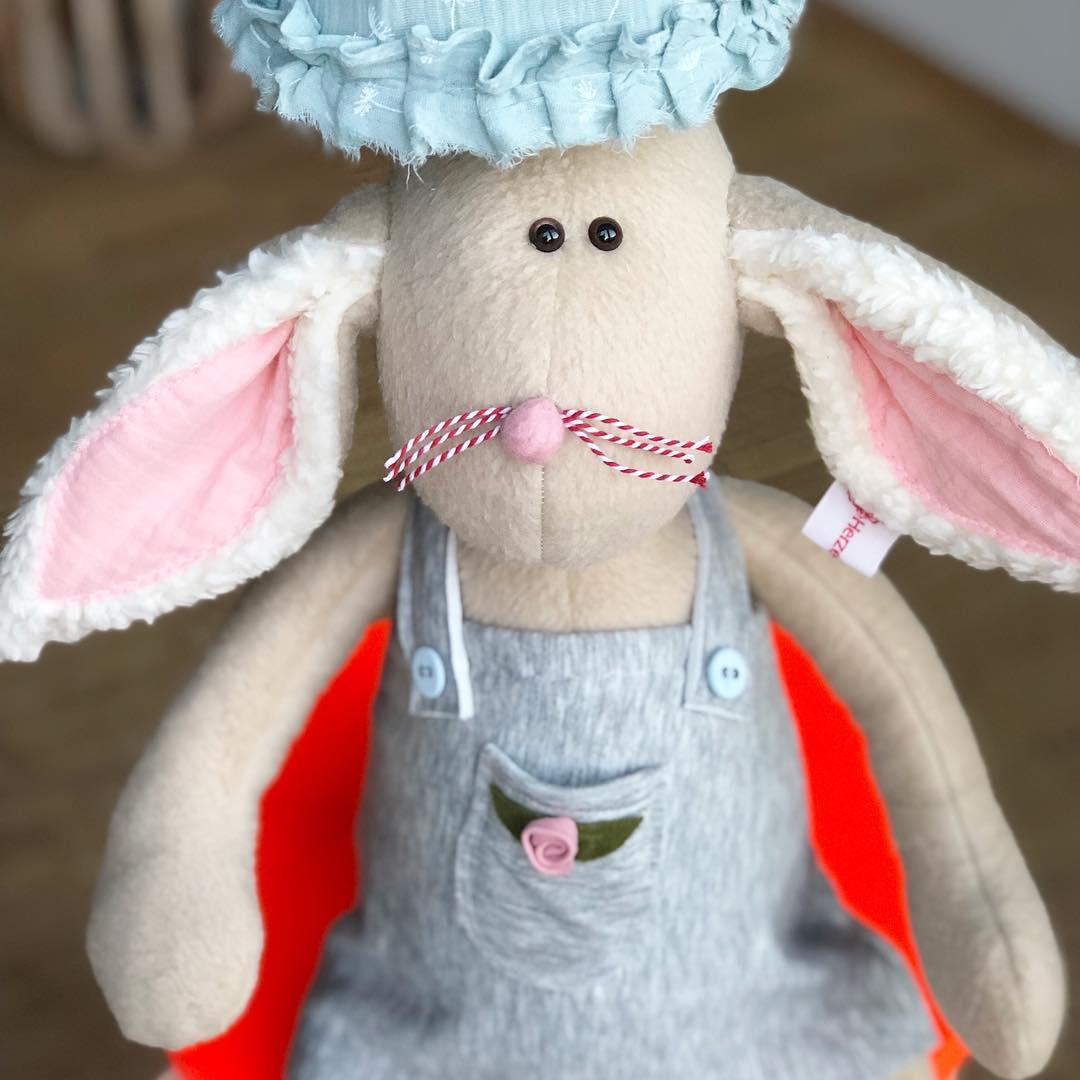 Das Lampenhäschen habe ich auch noch mal für Euch gemacht und noch eine Schäfchenlampe…. und das war es dann für dieses Jahr. Dann geht es mit der Produktion erst wieder im Januar weiter! #herzenstreu #kinderzimmerideen #softtoy #uniquestyle #düsseldorf #kidsdesign #kids #kidsdecor #kidsroomdecor #kidslamp #animallamp #cute #cuteanimals #softtoy #barnrumsinspo #kinderkamerstyling #rabbit #hase #softtoy #nurserydesign #nurseryroom #baby #babyshower #babyroom