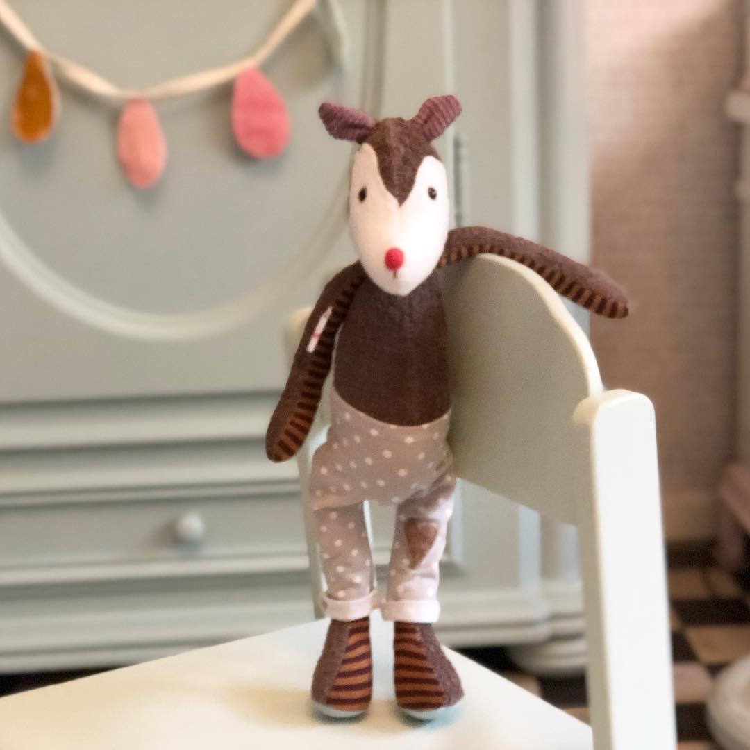 #eichhörnchen bei der Arbeit , neuer Mitarbeiter bei #herzenstreu #soulmate #kuschelfreund #unique #softtoy #vintagefabrics #kuscheltier #stofftier #squirrel #cuteanimal #handmade #spielzimmer #geschenkideen #uniquegift
