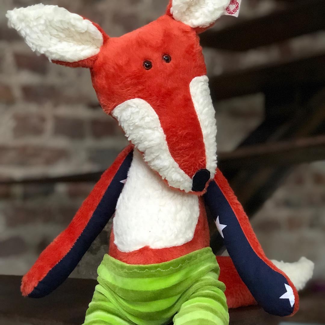 Es gibt ihn auch noch etwas #cooler , für die härteren #jungs . #herzenstreu #kuschelfreund #spielzimmer #softtoy #babybump #soulmate #fox #fuchs #softtoy #kidsstuff #kidsplayroom #kidsplay #cute #spielzimmer #babyshower #kuschelweich #socute #cuteanimals #düsseldorf #madewithlove #fairtradetoys