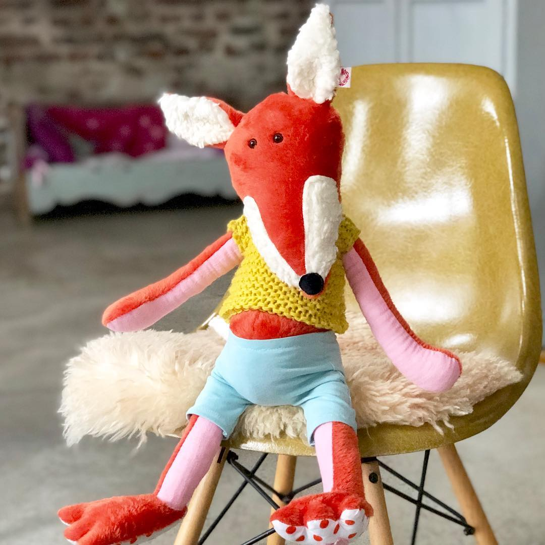 NEU – Foxi 🦊 #fuchs #herzenstreu #soulmate #kidstoys #babybump #kuscheltier #kuschelfreund #stofftiere #spielzimmer #softtoy #cuteanimals #kidsroom #kids #kidsstuff #babyroom #childhood #childbirth #unique #handsewn #slowcraft #madewithlove