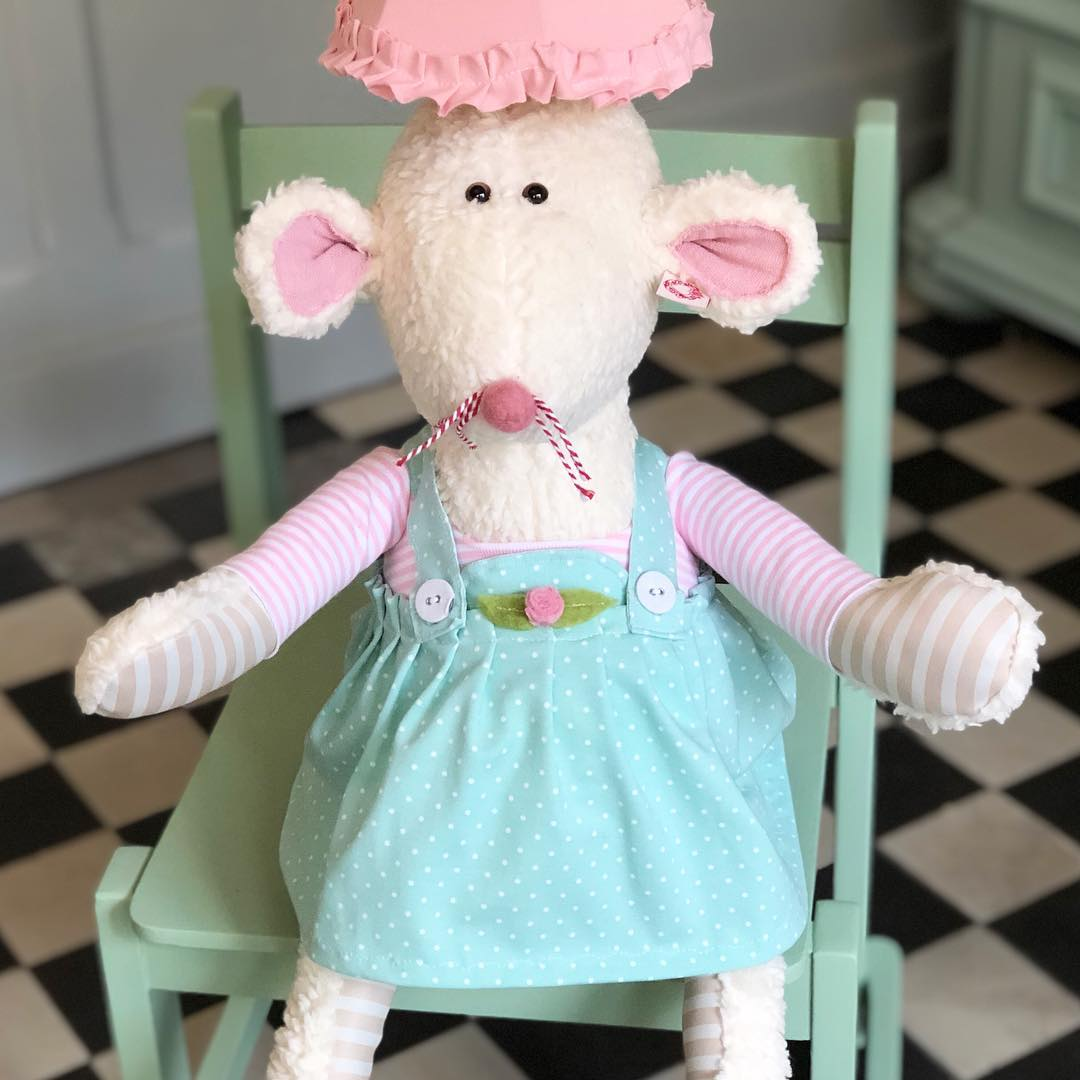 Mausberta gibt es auch als #lampe #herzenstreu #kidsstuff #childhood #interiordesign #deco #kids #kidsroom #kidslamp #kinderlampe #kinderzimmer #kinderzimmerideen #kinderzimmerdeko #nurserydecor #babyshower #baby #babyroom #mouse #maus #organictoys #fairtrade #cute #kidssruff #madewithlove #uniquedesign #düsseldorf
