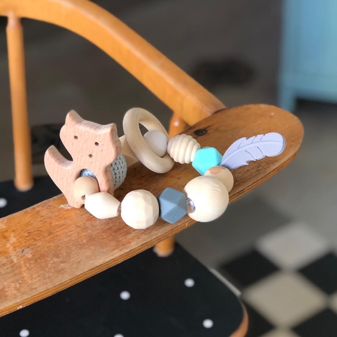 Neu im Sortiment #beissring aus #holz #silikon und einer gestrickten Perle. #socute #herzenstreu #slowcraft #shopsmall #children #babystyle #baby #babyshower #babytoys #nurserydesign #woodtoy #firsttoy #vintagefurniture #vintagemöbel #vintagekidsroom