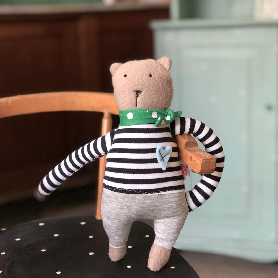 Schönen Freitag Euch allen #madewithlove #soulmate #tgif #kidsroomdecor #firsttoy #babyshower #babybump #babytoys #cutestuff #kidsplay #kids #kuscheltier #stofftier #babydoll #babyspielzeug #bear #teddy  #uniquegift #düsseldorf #herzenstreu