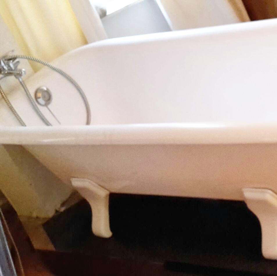 Hat jemand Interesse an einer schönen Badewanne, auf Füßen ? Abzuholen in Düsseldorf, VB 100,-