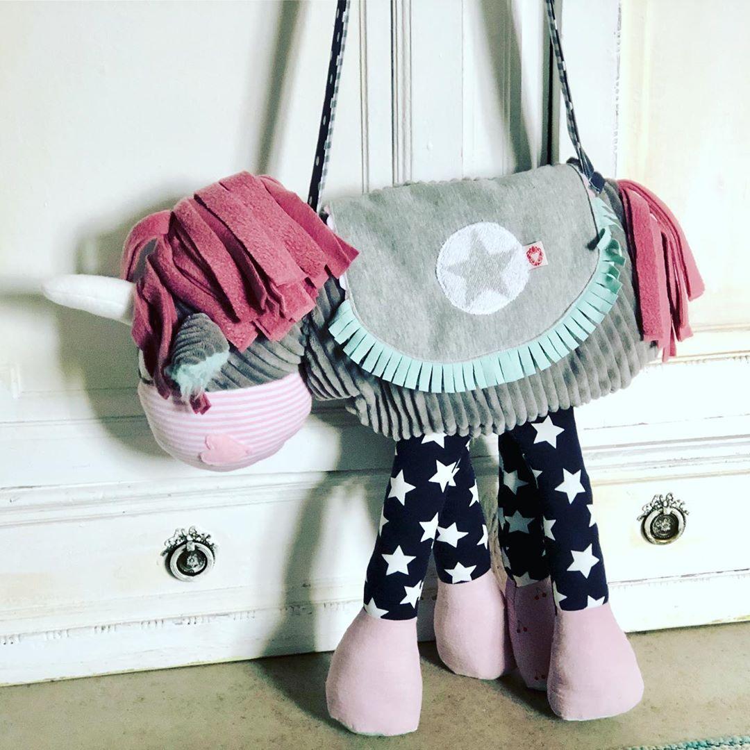 Eine ganz verrückte Nudel hat sich eine #einhorntasche gewünscht . #deinwunschistmirbefehl #einhorn #unicorn #bag #handmade #madewithlove #herzenstreu #accessories #cutestuff #styleoftheday #manistniezualt