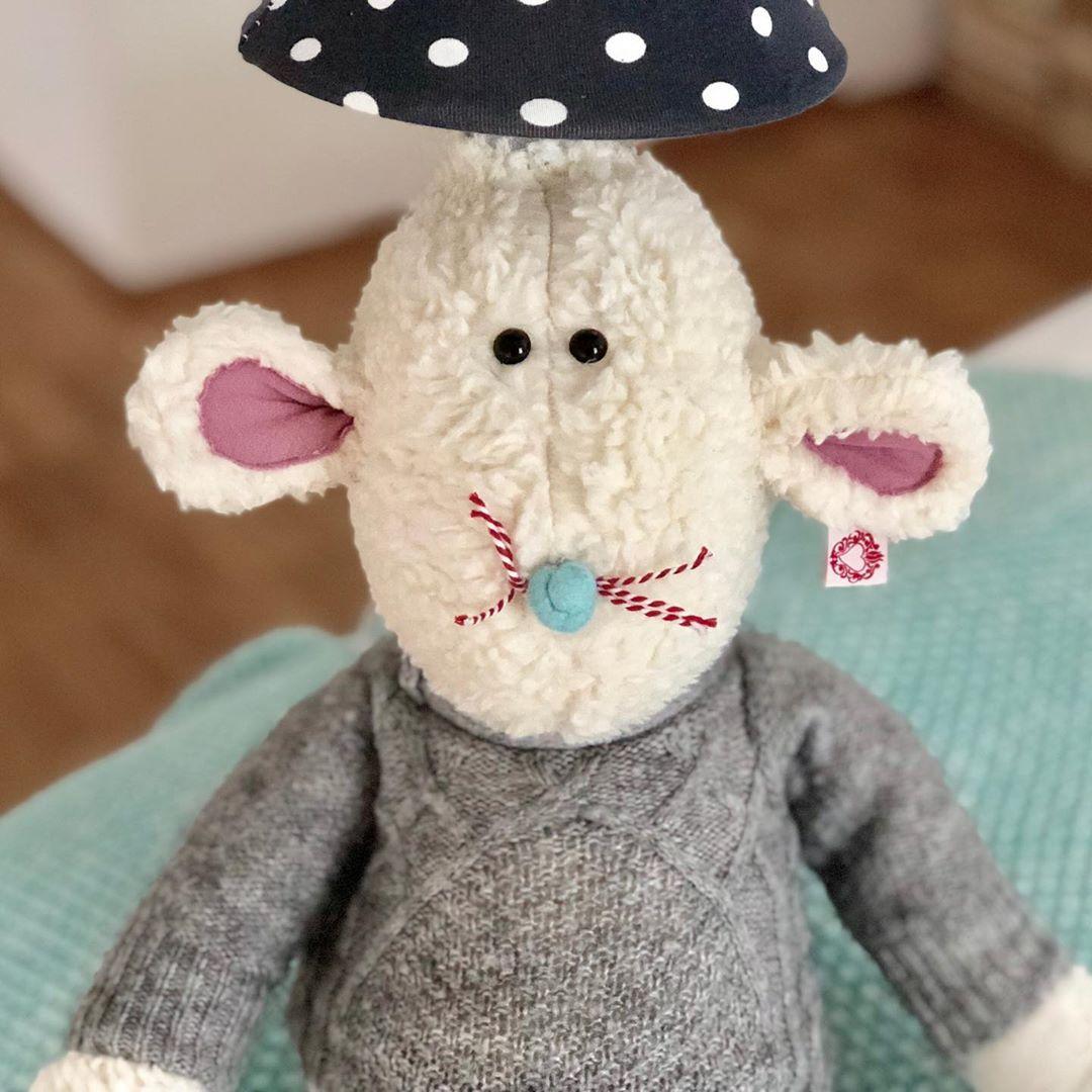 Es gibt wieder neue #lampen #kinderlampe #mausbert #mauslampe und es kommen noch zwei , in dieser Woche dazu. Einmal noch ein Hugo Hund und eine #schäfchenlampe 💖. #kidsroom #kidsdecor #kinderzimmer #kinderzimmerideen #kinderzimmerdeko #kinderzimmerinspo #madewithmuchlove #slowcraft #herzenstreu  #mouse #organiccotton #fairtrade #handmade #cute #babyroom #babybump #babyshower #babylove #childsplay #düsseldorf  #kinderkamer #kindergeschäftindüsseldorf #uniquestuff