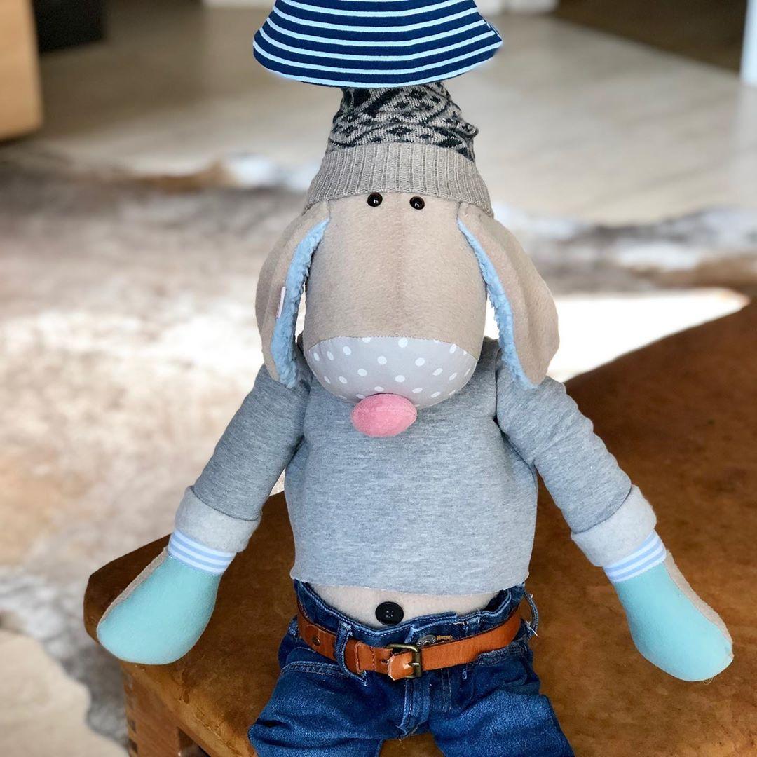 Voll der #cooletyp , Hugo Hund als Lampe. #shopsmall #shoponline #herzenstreu #soulcraft #slowcraft #handmade #handsewn #fairtrade #lamp #kidsroom #kidsroomdecor #kidslamp #doglamp #kidsdesign #unique #babybump #babyroom #babyshower #cute #kidsstuff #barnrumsinspo #kinderzimmer #kinderzimmerdeko #kinderkamer #designkidsroom #düsseldorf