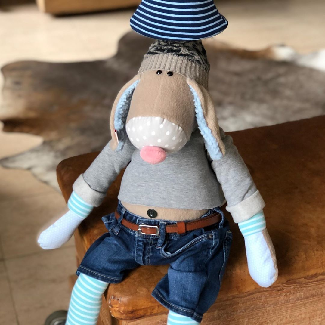 Es gibt noch mal eine Hugo Hund #lampe mit #jeans und #mütze , die letzte . Alle anderen Hugos können so nicht mehr gemacht werden. Schönen Sonntag 👋🏼 #herzenstreu #customtoys #customlamp #kidsroom #kidsdecor #kidstoy #kidslamp #cutestuff #childhood #childbirth #childrenroom #kinderkamer #kinderzimmer #kinderzimmerideen #kinderzimmereinrichtung #kinderzimmerdeko #kidsroomdecor #barnrum #barnrumsinspo #babybump #babyroom #babyshower #düsseldorf #slowcraft