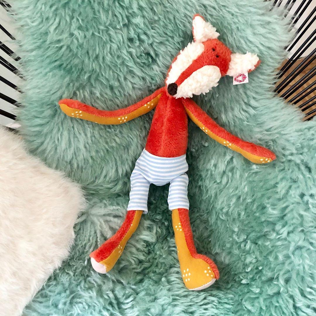 #fall oder #fallinlove ?  #herzenstreu #handsewn #slowcraft #kuschelweich #softtoy #kuscheltier #bestbuddy #fuchs #fuchsliebe #foxi #kidsdecor #kidsstyle #kidsstuff #babyshower #babytoys #childrensdecor #cutesnimals
