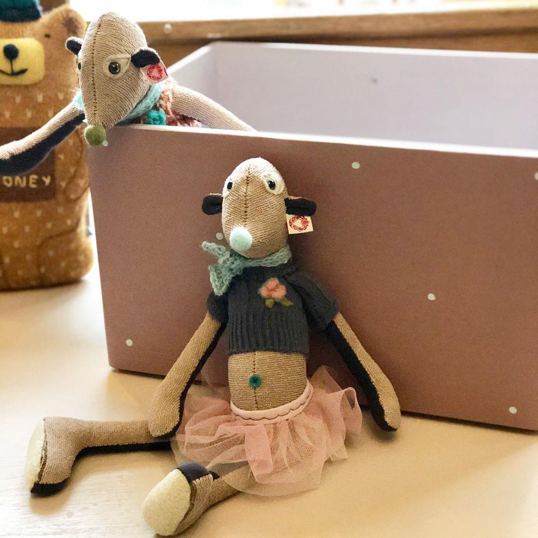 Eine schöne Woche für alle 🌈❤️💙💛💜💚 #herzenstreu Habt ihr schon alle #geschenke besorgt? Ich brauche noch ein bisschen was 😁 #kidstoy #vintagekidsroom #vintagemöbel #vintagekindermeubels #vintagekinderzimmer #kuscheltiere #stofftiere #custommade #soulmate #nachhaltigkeit #vintagefabric #erdmännchen #softtoy #cute #kidsstuff #düsseldorf #shopsmall  #childhoodmemories #babyshop