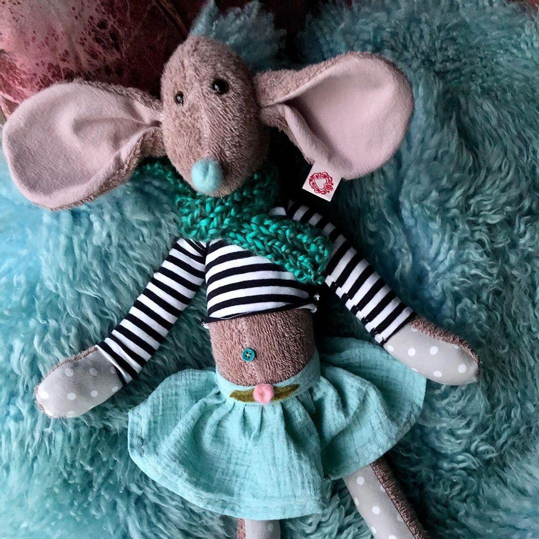 Es gibt wieder neue #mäuse , bitte PN bei Interesse, denn sie sind noch nicht im #onlineshop . #kidstoy #toy #softtoy #kuscheltiere #kuschelmaus #stofftiere #handmade #slowcraft #dasbesonderestofftier #maus #cuteanimals #uniquetoys #cutestuff #kidsstuff #babyshower #babygirl #babytoys #geburtstagsgeschenk #düsseldorf #unterbilk #shopsmall