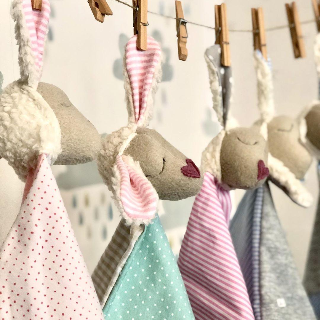 Es gibt neue #schnuffeltücher , allerdings nicht so viele , deshalb sind sie auch nicht im #onlineshop . Bei Interesse bitte eine PN. #herzenstreu #cute #kidsstuff #babyshower #babytoys #nurserydesign #nurseryideas #firsttoy #newbornbaby #newborn #slowcraft #uniquedesign #kidstoys #toys #handsewn #handmade #handmadeshop #handmadecrafts #düseldorf #sheep #schäfchen