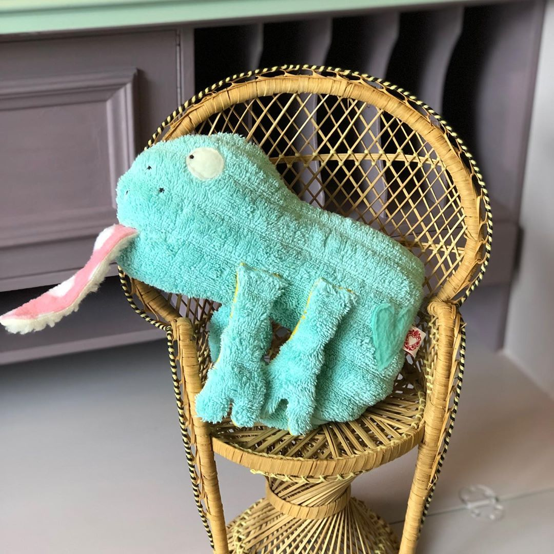 Nächste Woche gibt es noch mehr davon #chamäleon . Hab ich schon lange nicht mehr gemacht. #süssestofftiere #kuschelfreunde #softtoys #uniquetoys #handmadetoys #nachhaltig #ausaltenhandtüchern #frottee #kidsstuff #cutestuff #babytoy