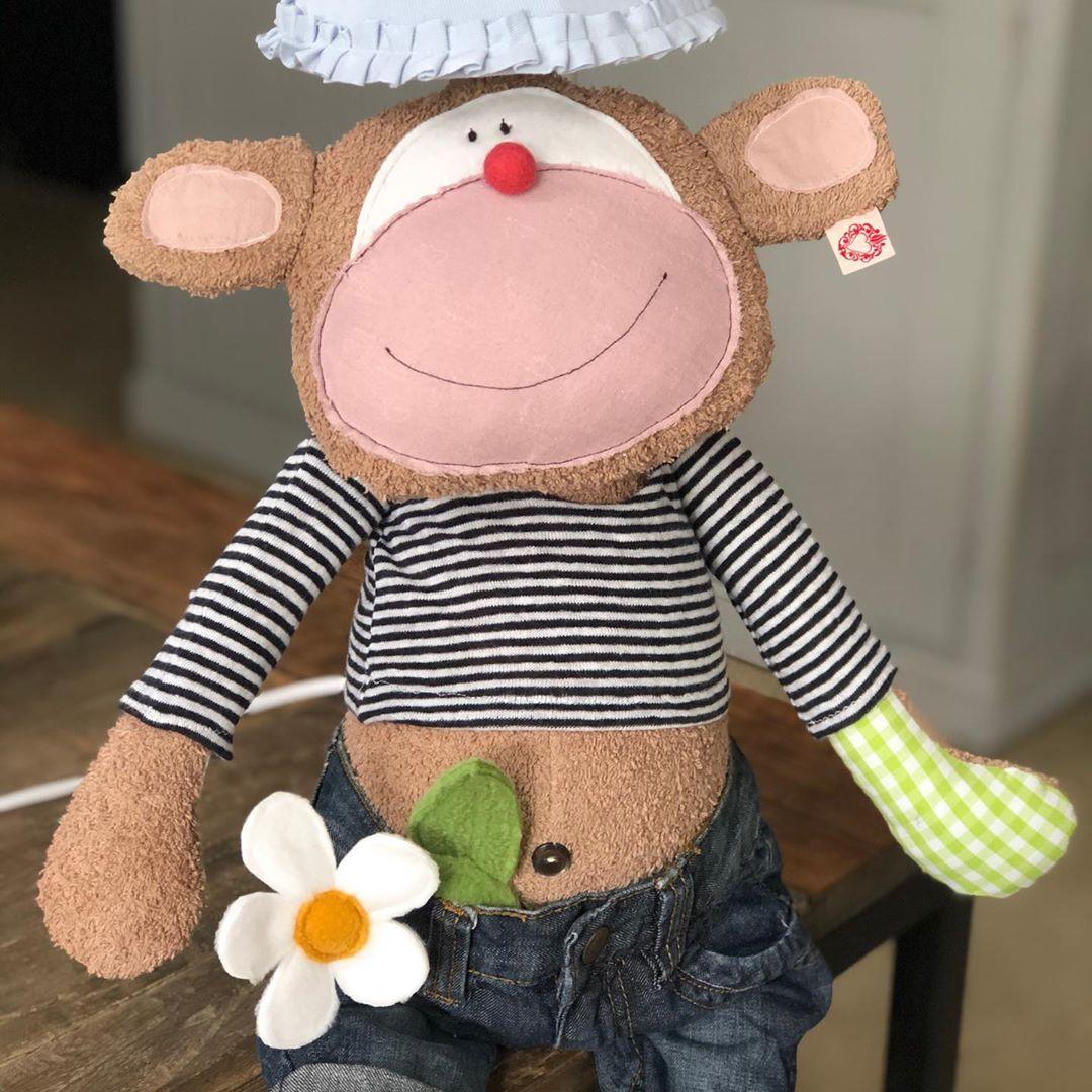 Ich hoffe das #freundliche #kerlchen macht seinen neuen Besitzern #freude !#monkey #monkeylamp #kidslamp #kidsroom #kidsroominspo #kidsinteriorlove #kidsroomdecor #childrensroom #childroomdesign #childroomdecor #babyroom #babyroomideas #babyroomdecor #babyroominspo #äffchen #nurserydecor #nurseryroomideas #vintagekidsroom #nachhaltigkeit #handmade #cuteanimals #herzenstreu #custommade #uniquetoys #uniquedesign