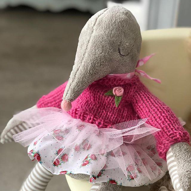 Die Kundin wollte es ganz #romantisch , mit #rosen …. auch #süß #mole #maulwurf #stofftier #herzenstreu #kuscheltier #ganzweich #handgenäht #selbstgestrickt #roses #romatic #shabby #shabbychic #shabbychicdecor #notonlyforkids #kidsstuff #kidsstufftolove #kidsstore #smallable #uniquepieces #uniquetoys #forgirls #babyshower #kidsroomdecor